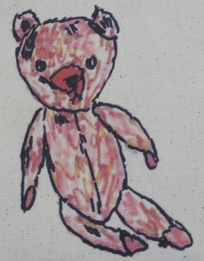 Sitting bear pouch- detail